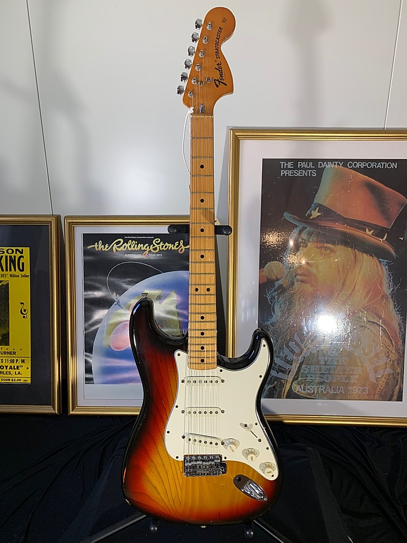 1975 FENDER STRATOCASTER VINTAGE GUITAR IN VIBRANT SUNBURST FINISH