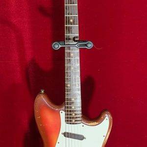 1960/61 FENDER MUSICMASTER PRE CB - VINTAGE GUITAR - RED-BURST FINISH
